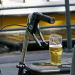 by_Klaus-Uwe_Pacyna / pixelio.de - Auch für ein Bierchen muss dann erst mal Geld da sein..